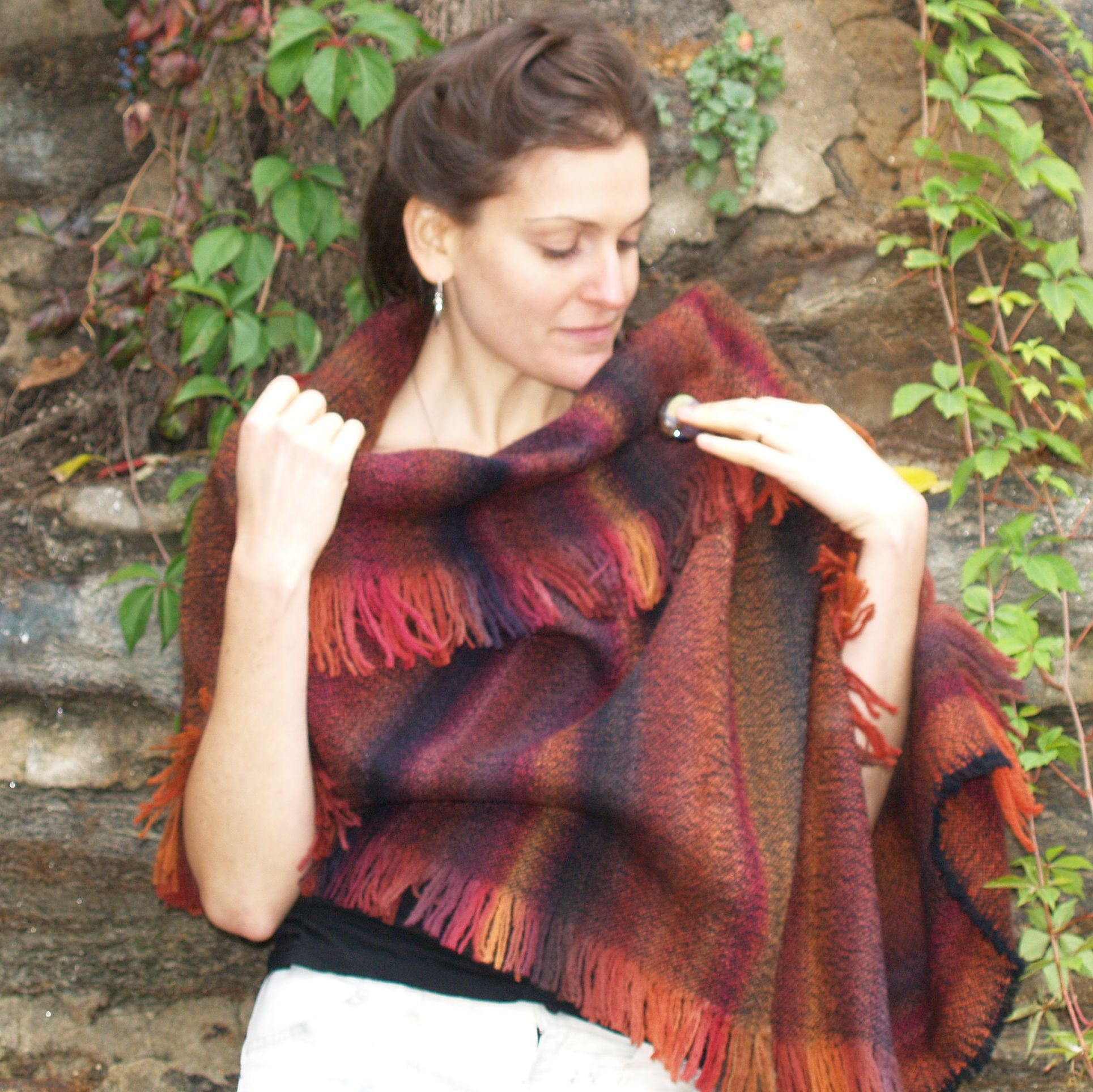 red wooll wrap/pin